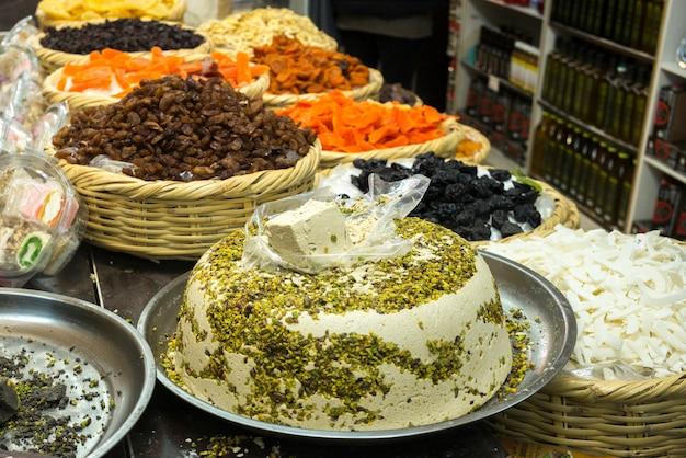 Aliments traditionnels à vendre au marché, marché arabe, vieille ville, jérusalem, israël