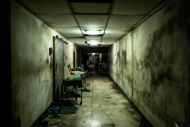 Allée abandonnée à l'hôpital psychiatrique