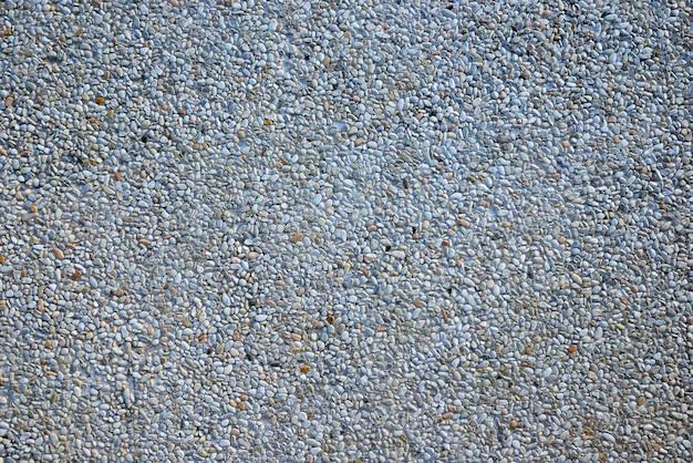 Allée de galets en béton, en dalles.