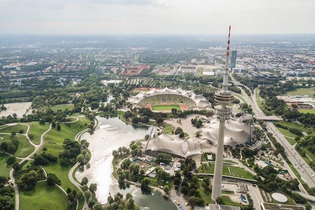 Allemagne, munich, août 2018 - vue aérienne du parc olympique de munich