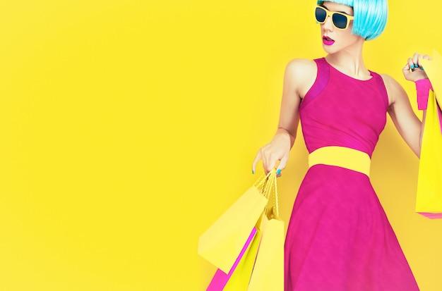 Allons faire du shopping! dame de mode glamour