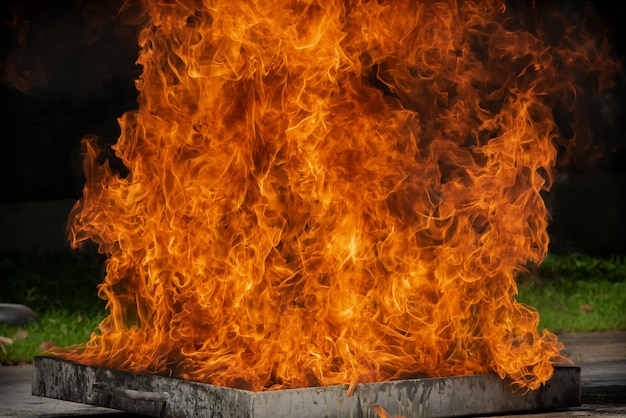 Allumer une flamme avec du mazout