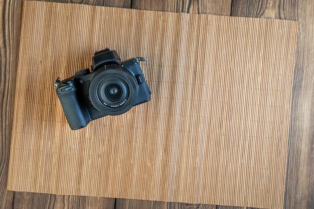Almaty, kazakhstan, 11 janvier 2021, viseur d'appareil photo numérique sur fond de bois