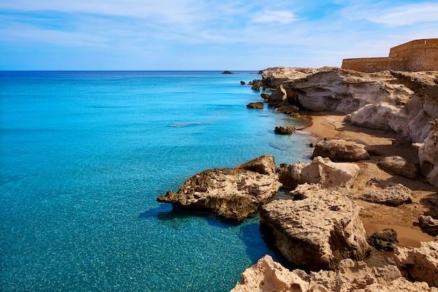 Almeria sur la plage de cabo de gata los escullos, espagne