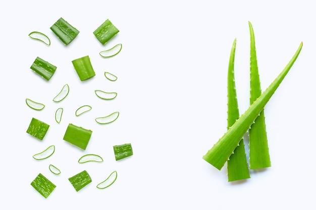 Aloe vera coupé des morceaux avec des tranches