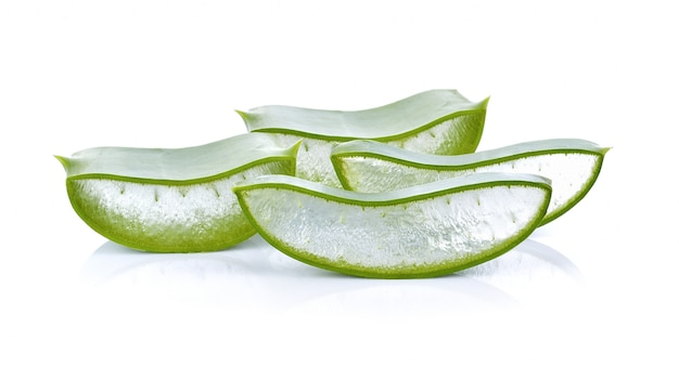 Aloe vera sur fond blanc