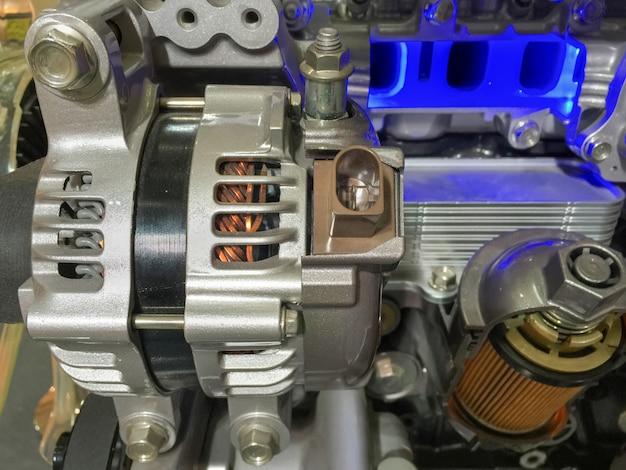 Alternateur de voiture et section transversale du filtre à huile moteur, affichage des matériaux intérieurs.