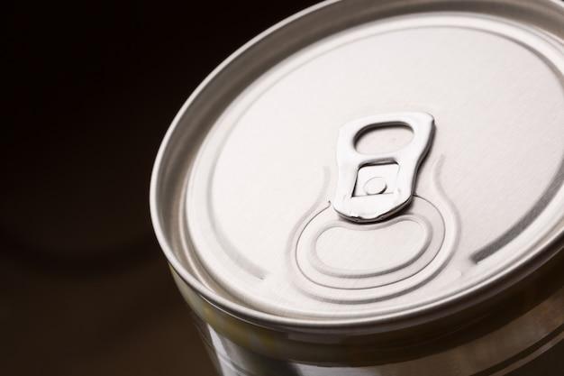 L'aluminium peut fermer l'image. tonique
