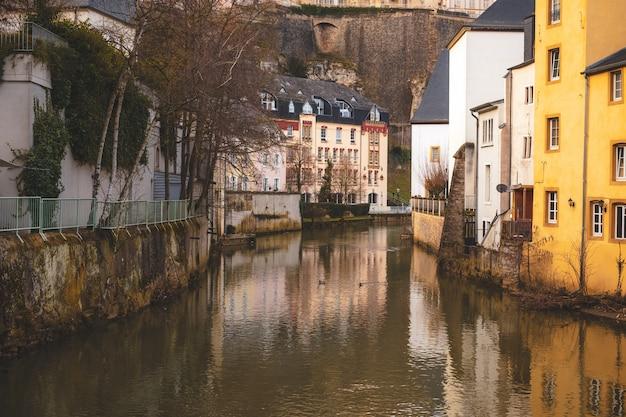Alzette, la rivière traversant la vieille ville de luxembourg