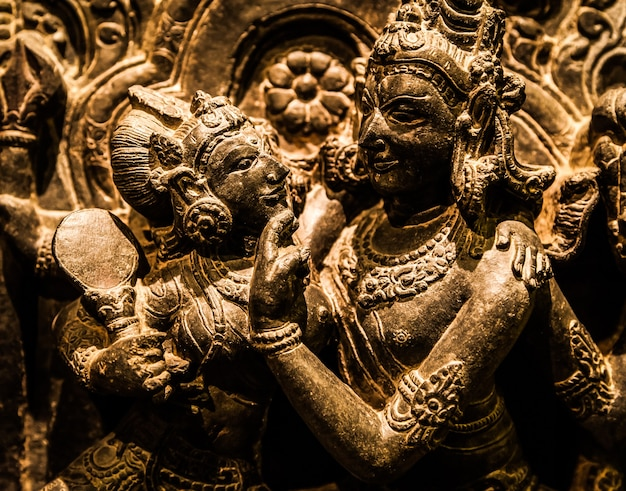 Amants indiens en position tantrique, fabrication originale du nord-ouest de l'inde, 10-11 siècle