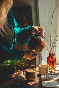 Ambiance thé maison fond marron