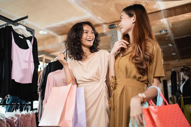 Amie shopping ensemble