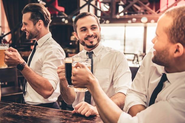 Amis au pub