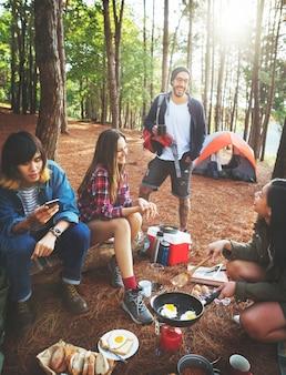 Amis, camping, cuisine, petit déjeuner, concept
