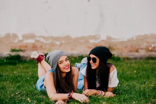 Amis sur l'herbe