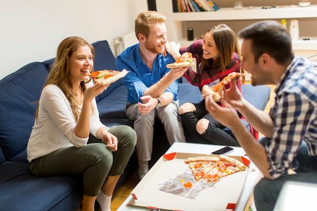 Amis, manger, pizza