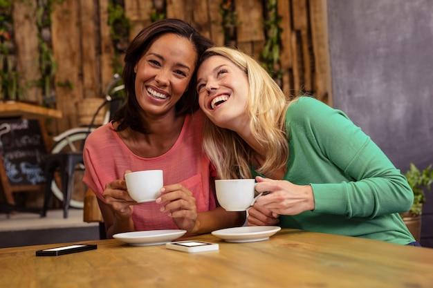 Amis, tenue, tasse, café