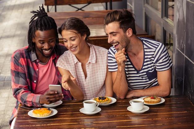Amis, utilisation, smartphone, ensemble