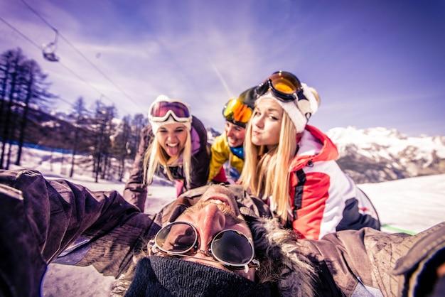 Amis en vacances d'hiver