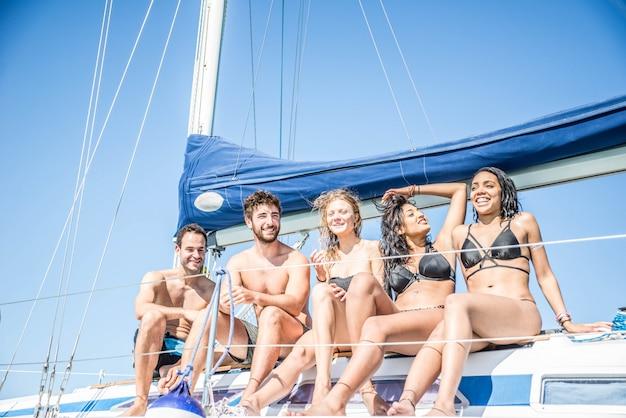 Amis sur voilier