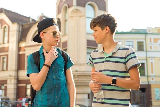 L'amitié et la communication de deux adolescents