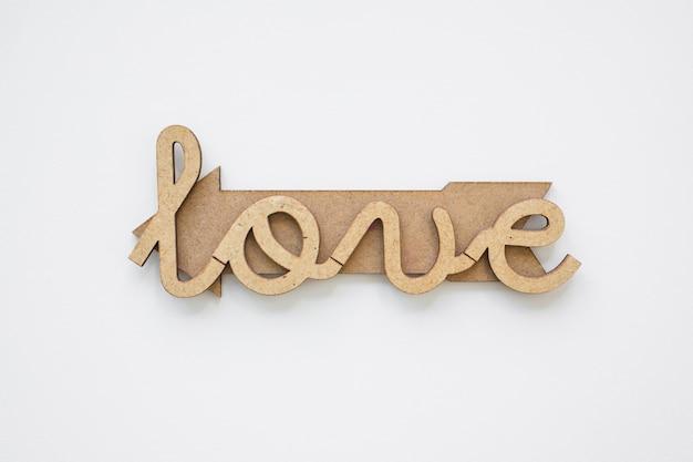 Amour écrit sur une flèche en bois