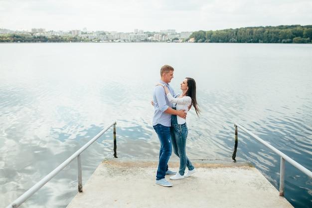 Amour femme lac couple, européen