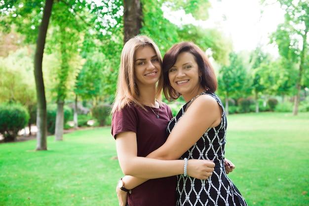 L'amour de la mère et de la fille