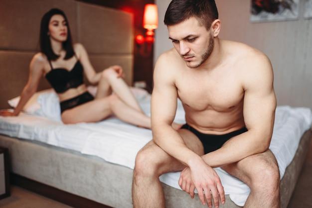 Les amoureux ont des problèmes au lit, échec sexuel
