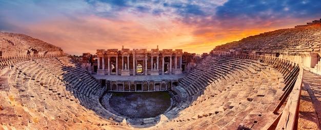 Amphithéâtre dans l'ancienne ville de hiérapolis