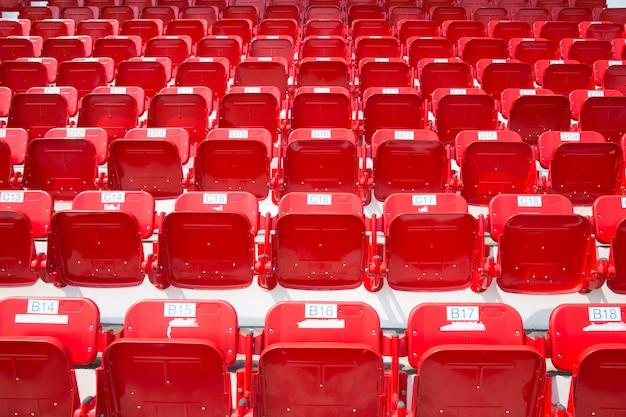 Amphithéâtre de sièges rouges