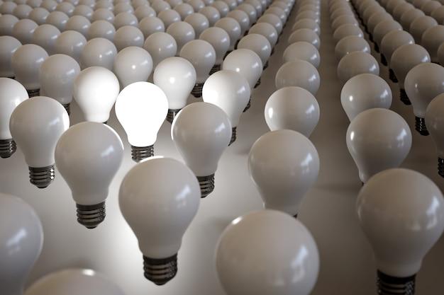 Ampoule allumée parmi de nombreuses autres ampoules non allumées