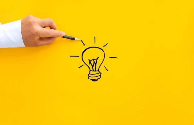 Ampoule et blocs en bois avec des liens de base d'innovation.