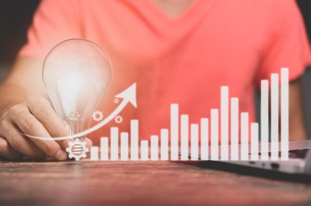 Ampoule et il y a une icône d'engrenage stock de croissance d'investissement et d'entreprise