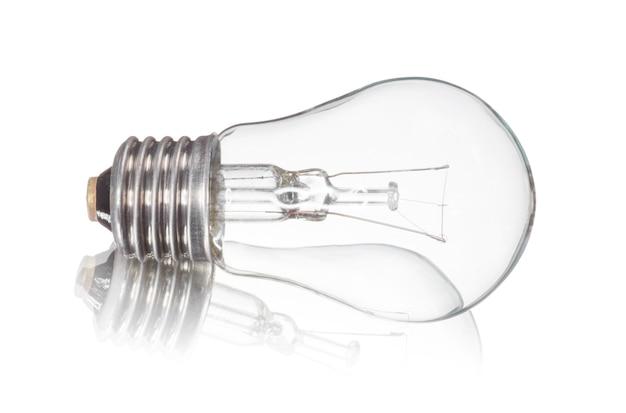 Ampoule isolée sur blanc