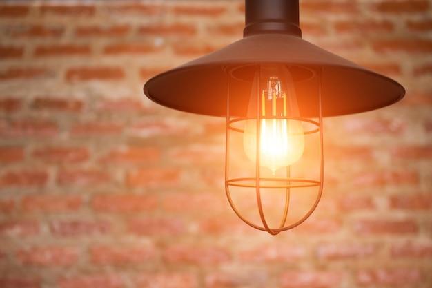 Ampoule sur mur de briques