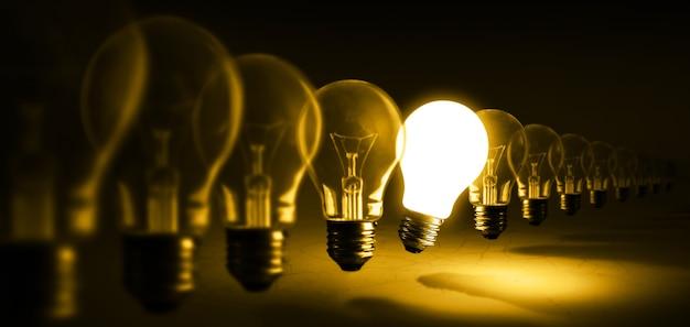 Ampoule rougeoyante sur orange, idée