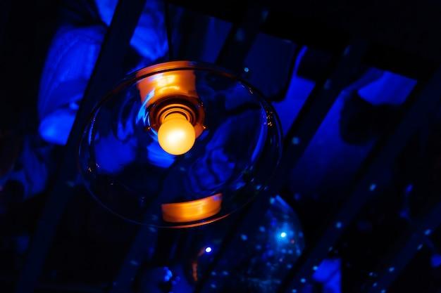 Ampoule vintage. incandescent, design rétro.