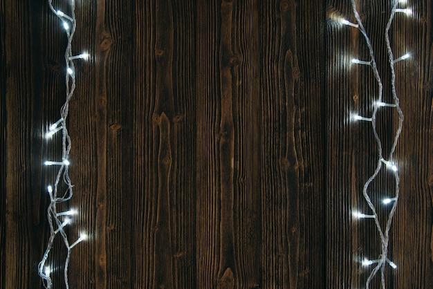 Ampoules ou guirlandes et guirlande sur bois