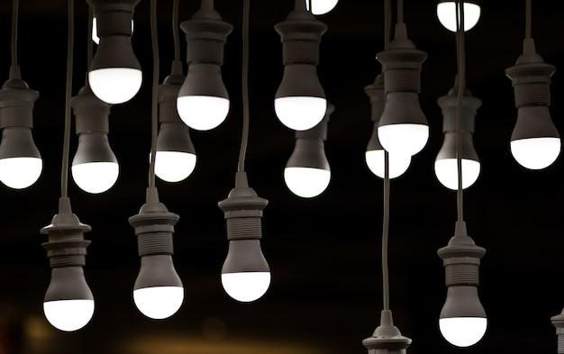 Les ampoules suspendues
