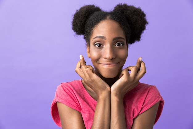 Amusant, femme américaine africaine, sourire, et, toucher, elle, figure, isolé