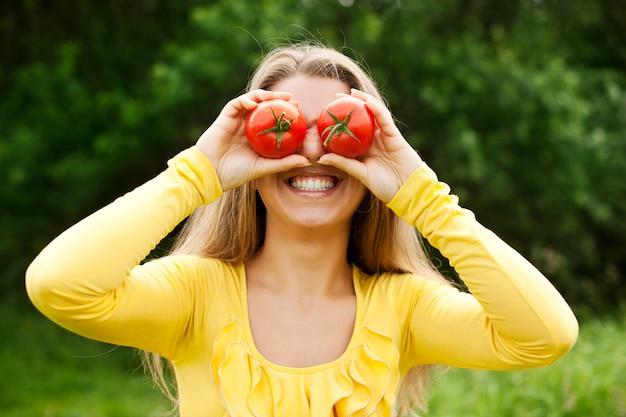 Amusant avec des tomates