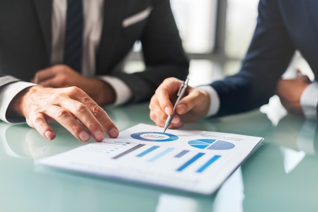Analyse concept de rapport d'entreprise de remue-méninges
