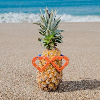 Ananas cru dans des lunettes