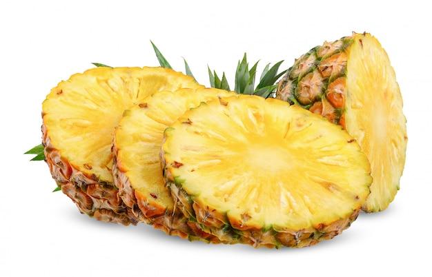 Ananas isolé sur blanc avec un tracé de détourage