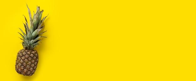 Ananas jaune entier mûr frais
