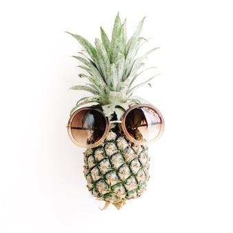 Ananas en lunettes de soleil
