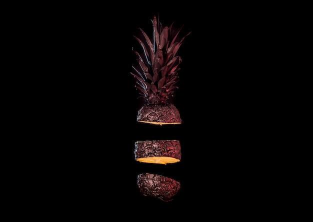 Ananas noir coupé en tranches