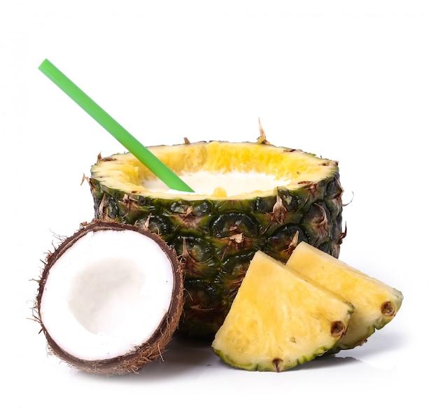 Ananas et noix de coco