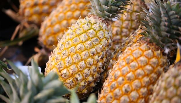 Ananas à vendre sur le marché.